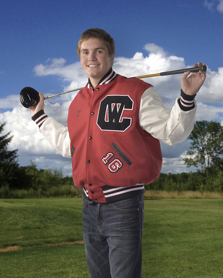 high school senior portrait of boy with golf club by Dan Cleary of Cleary Creative Photography in Dayton Ohio