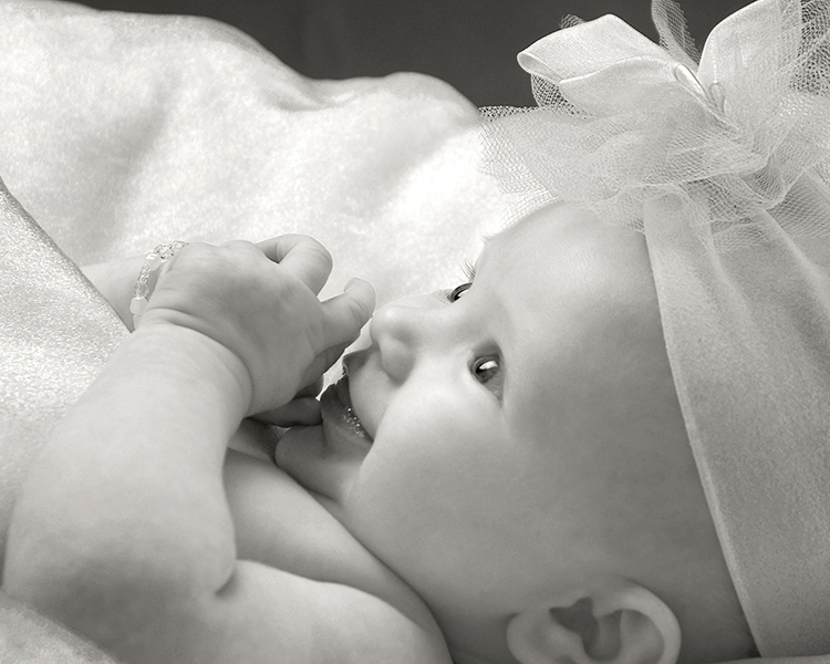 close-up photography of three month baby girl by Cleary Creative Photography in Dayton Ohio