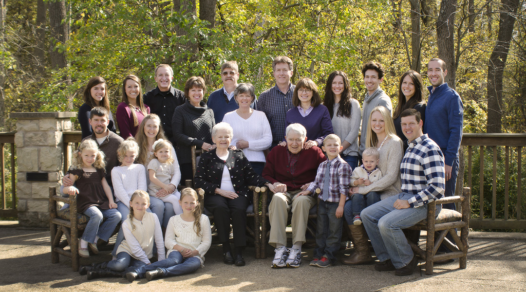 Large family portrait at Aullwood Center in Engelwood Ohio